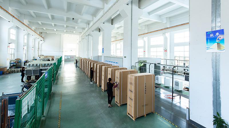 川岛电器产品打包车间