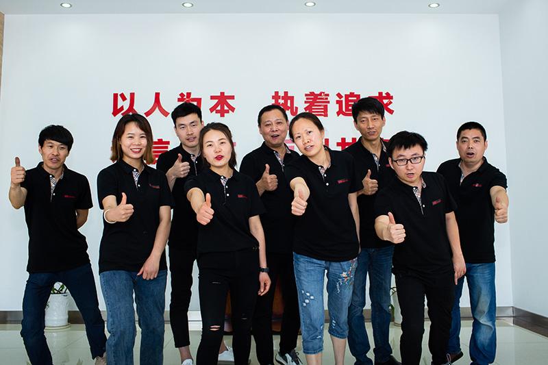川岛电器公司团队合照